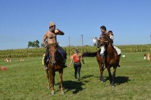 Prezentácia jazdecko-lukostreleckej skupiny Sziitya - A Szittya csoport lovas-íjász bemutatója