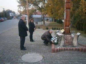 Kladenie vencov/Obecné zastupiteľstvo-Koszorúzás/Képviselőtestület